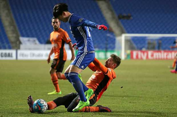 Brandon Borrello of Brisbane Roar and Kim Seung-Jun of Ulsan Hyundai FC compete for the ball at Ulsan Munsu Football Stadium