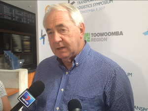 Mayor declines to pick sides in Inland Rail bid war
