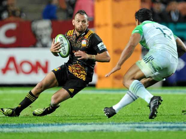 Aaron Cruden of the Chiefs looks to take on the defence.