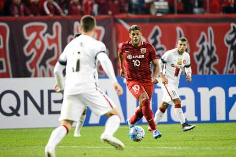 Brazilian football star Givanildo Vieira de Sousa, right, better known as Hulk, of China's Shanghai SIPG, challenges Brendan Hamill