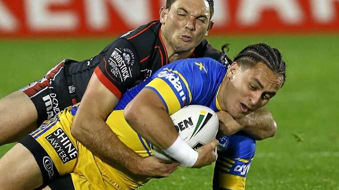 Kenny Edwards of the Eels is tackled by Jonathan Wright of the Warriors.