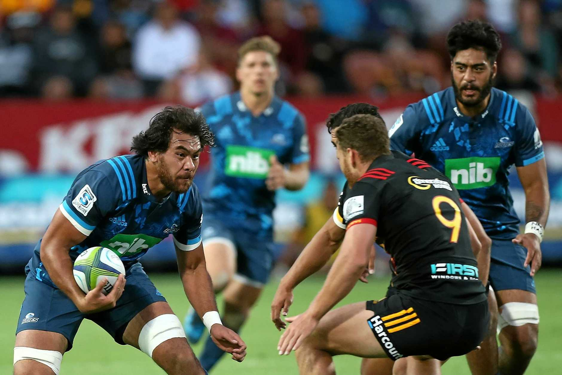 Steven Luatua of the Blues is challenged by Tawera Kerr-Barlow of the Chiefs.