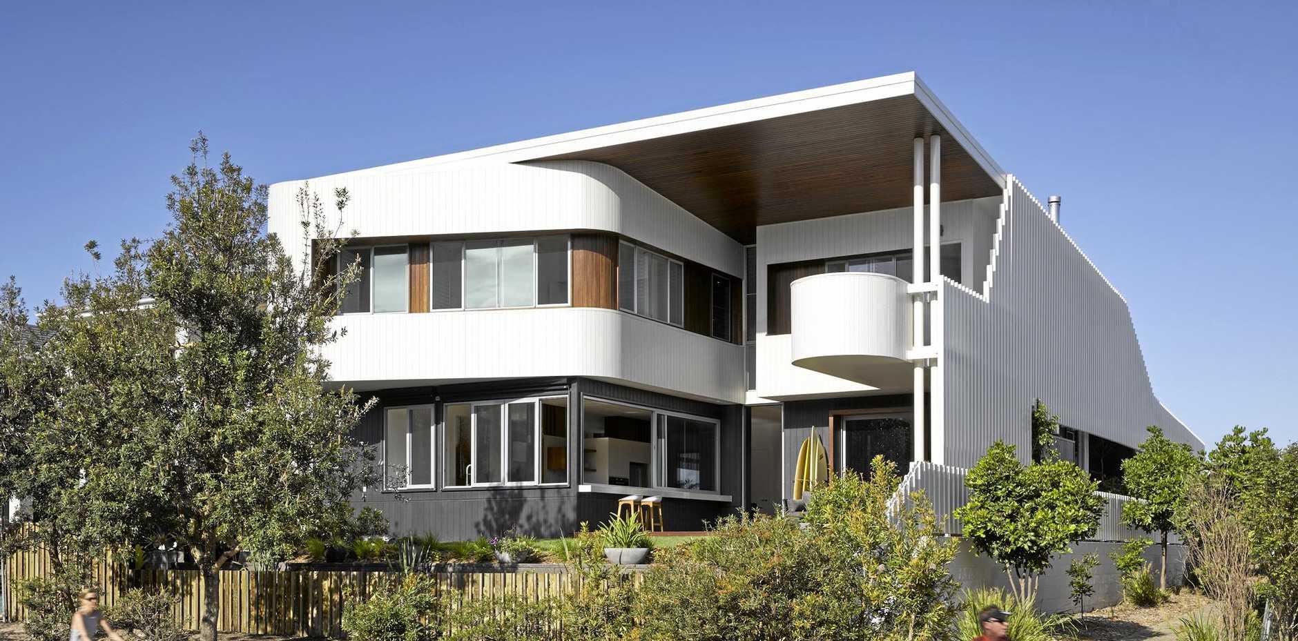 Whale House by Paul Uhlmann Architects, Kingscliff