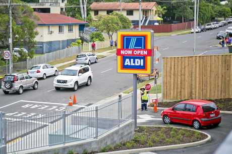 Traffic did show signs of congestion on the corner of Boles St and Breslin St. The new ALDI store sits adjacent to Gladstone West State School.