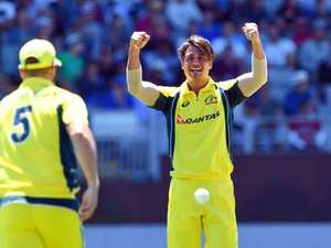 Stoinis gets nod over Henriques as Marsh replacement