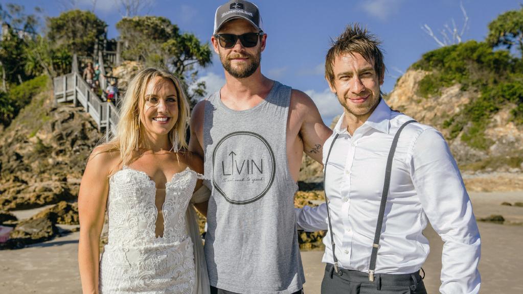 Chris Hemsworth crashes this lucky couple's Byron Bay wedding. Courtesy of bluetulipimaging.com.au