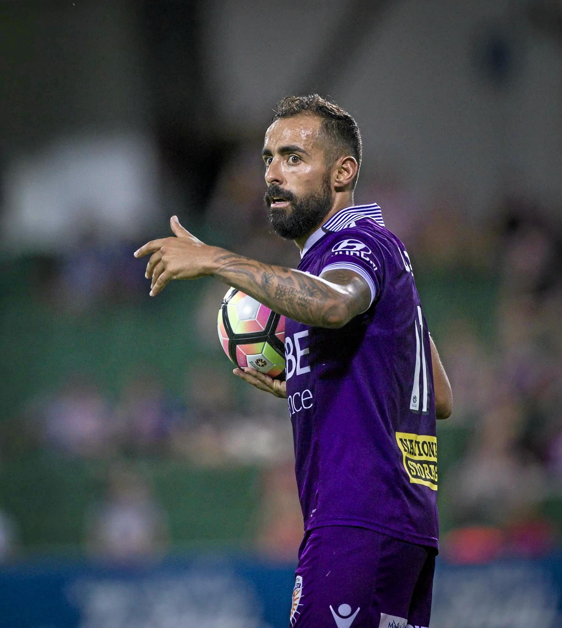 Diego Castro of the Perth Glory during the  A-League match between the Perth Glory and the Western Sydney Wanderers at nib Stadium in Perth, on Saturday, Feb 25, 2017.The Glory won the match 2-0. (AAP Image/Tony McDonough) NO ARCHIVING, EDITORIAL USE ONLY