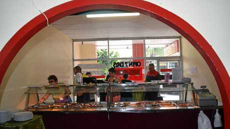 Many customers lined up at the Buffet bar for one last time.