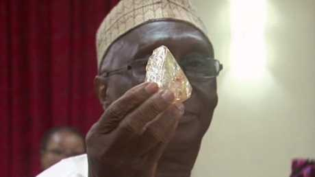 Sierra Leone's President Ernest Bai Koroma handles the diamond found by a local pastor.