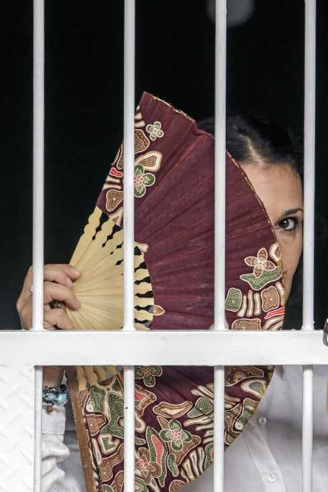 Australian Sara Connor seen inside holding cell before her trial at Denpasar Court in Denpasar, Bali, Indonesia on Tuesday, Jan. 24, 2017. Her British boyfriend David Taylor will testify at Sara Connor trial regarding the murdering of a local police officer Wayan Sudarsa, whose bloodied body was discovered on Kuta Beach on August 17. (AAP Image/Johannes Christo)