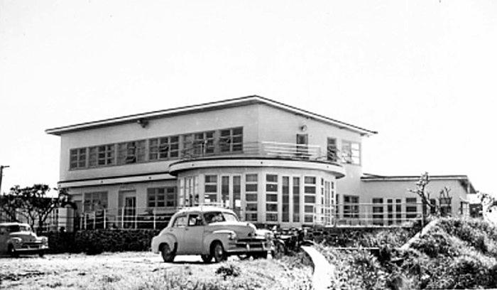 ICON: A historic photograph of the Eimeo Hotel, which was re-built in 1934.