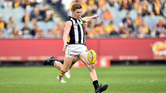 Jordan de Goey of the Magpies lines up a kick.