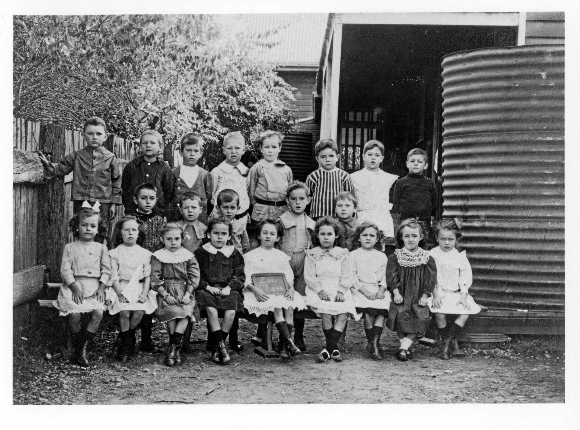 One Mile State School, 1912 1913 Class 1a (JOL Neg No 34695)