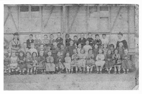 Students at One Mile State School in 1877, most likely with Jane Anne and Jessie McLeod.