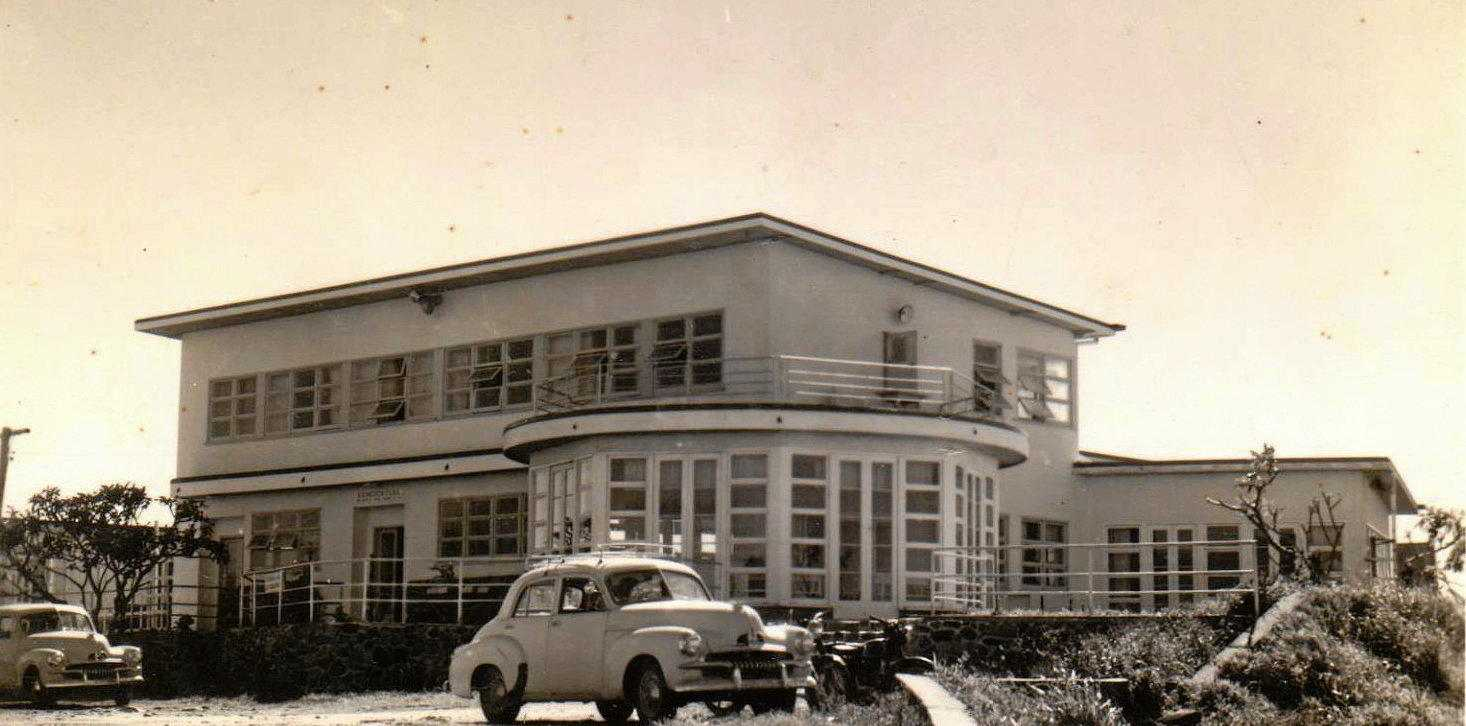 A postcard view of Eimeo Hotel, probably in the late 1940s or early 1950s.