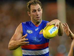 Cloke inspires new Dogs teammates to silence Pies