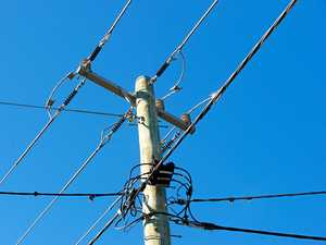 Fallen powerline plunges Noosa suburbs into darkness