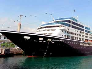 Cyclone Debbie forces cruise ship to anchor off Coast