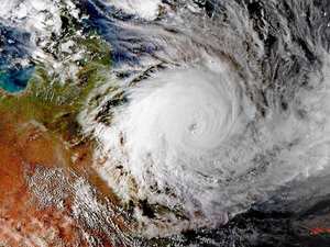 Cyclone Debbie: 190kmh winds 'like freight trains'