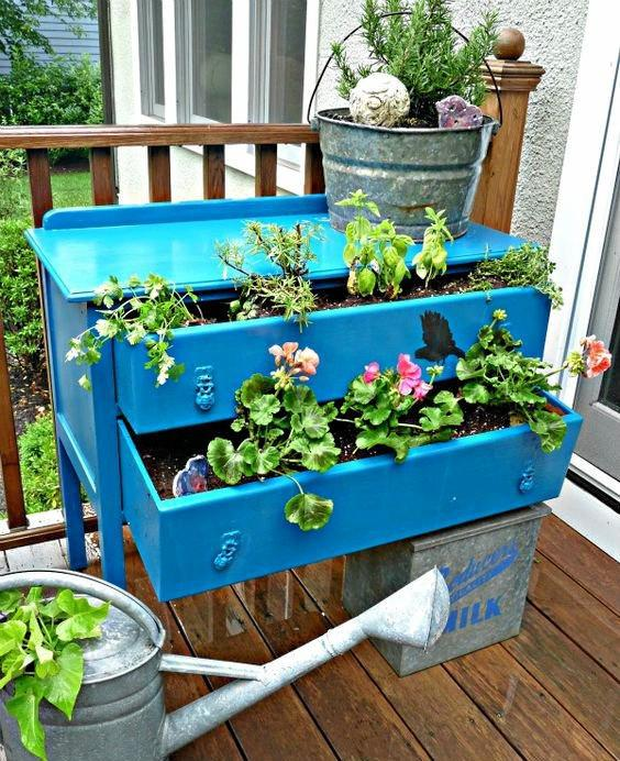 Don't toss out your old chest of drawers, transform it into a funky planter box. PHOTOS: CONTRIBUTED BY HOSELINK