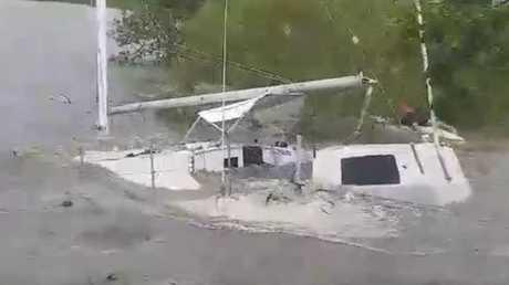Sailing boat sunk at Sarina Beach