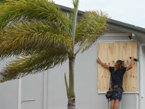 Cyclone Debbie: Whitsundays hit by wind gusts of 125km/h