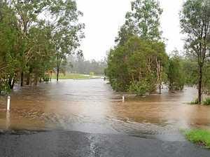 BNM300317 Locals report flooding