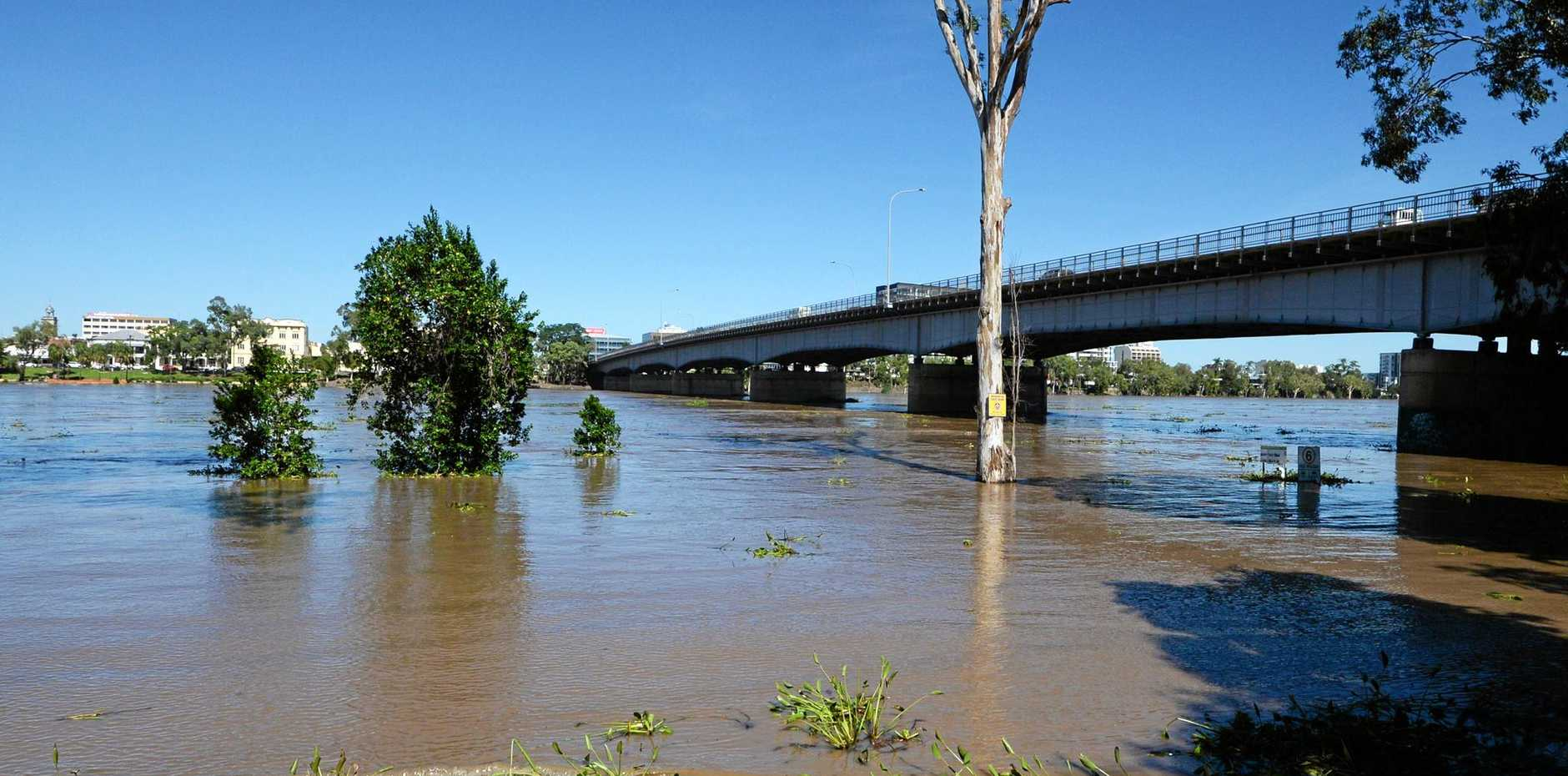 The Fitzroy River at Rockhampton approaching the 6M mark in an expected flood that will peak around  8.5 metres