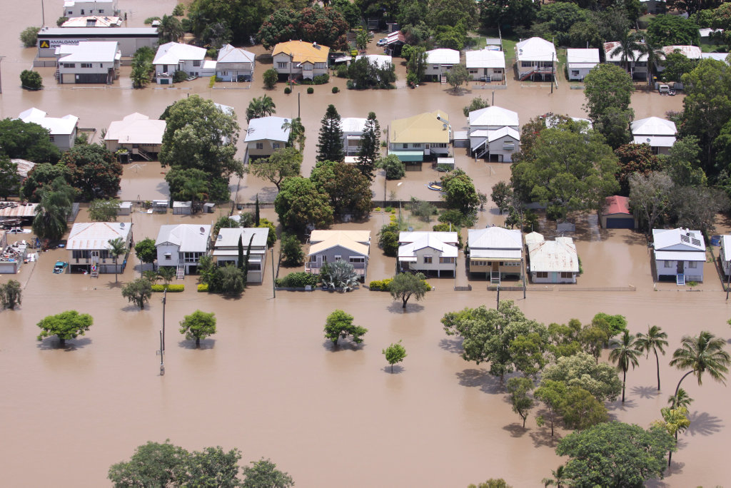 Depot Hill streets, Rockhampton as the Fitzroy River floods. Photo Chris Ison / The Morning Bulletin ROK050111-flood-c6