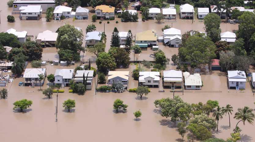 Depot Hill streets, Rockhampton as the Fitzroy River floods. Photo Chris Ison / The Morning Bulletin ROK050111-flood-c6