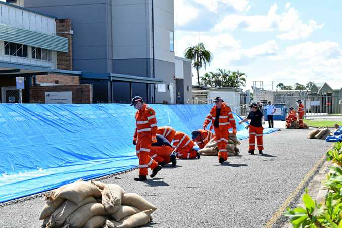 SES volunteers building the flood barricade at the Rockhampton airport.