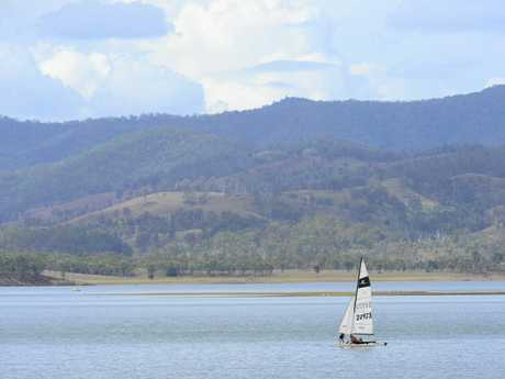 Sailing on Wivenhoe Dam.
