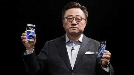 Samsung's mobile chief, D.J. Koh, attends the presentation of the new Samsung mobile generation at a preview day of the the Mobile World Congress in Barcelona, Spain, 21 February 2016. The Mobile World Congress 2016 will run from 22 to 25 February 2016.