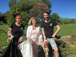 Community clean up post-Cyclone Debbie