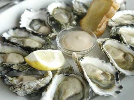 Gold Coast man eats lobsters oysters, flees Omeros Bros