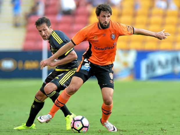 Thomas Broich of the Roar breaks away from the Wellington Phoenix defence on round 21.