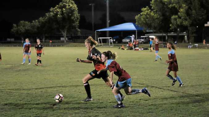 STERLING EFFORT: Alyssa Cox takes on one of the St Albans defenders during the Honeybears' home game on the weekend.