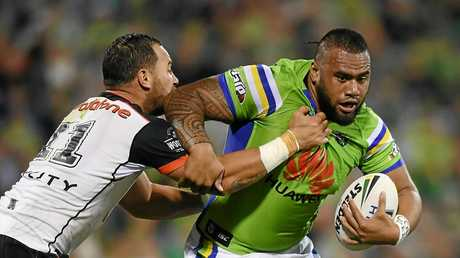 Junior Paulo of the Raiders (right) is tackled by Bodene Thompson of the Warriors.