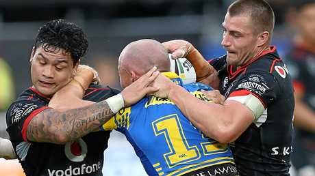 Kieran Foran and Warriors teammate Issac Luke tackle Beau Scott of the Eels in round six.