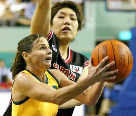 Sandy Brondello in action for the Opals in 2002.