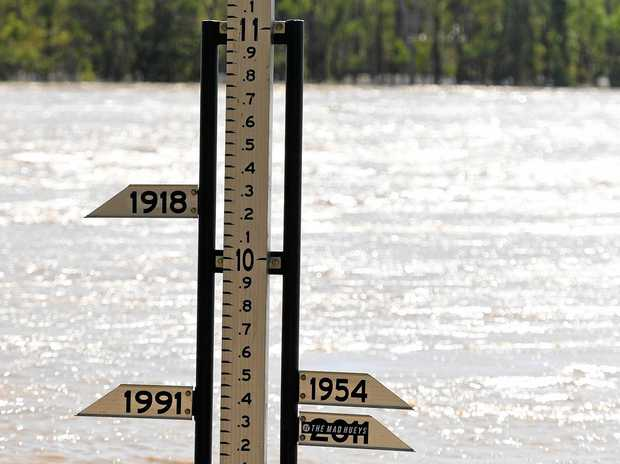 A flood gauge showing the Fitzroy River at a level of 8.3 metres in Rockhampton, Wednesday, April 5, 2017. Floodwaters resulting from ex-cyclone Debbie are expected inundate parts of Rockhampton with the Fitzroy River expected to reach 9 metres on Thursday. (AAP Image/Dan Peled) NO ARCHIVING