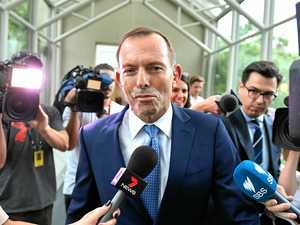 Abbott defends 'right' to criticise sitting PM