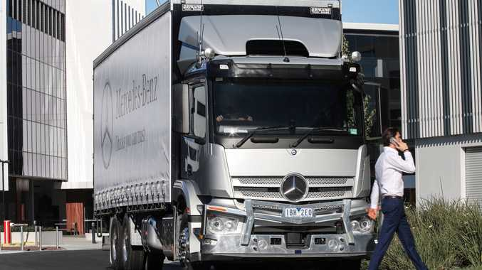 Australian debut: Mercedes-Benz trucks can automatically start braking for pedestrians