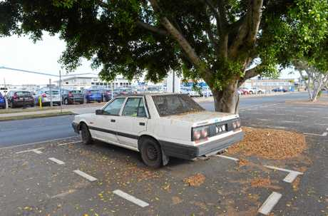 Abandoned car in Macalister St, Mackay.