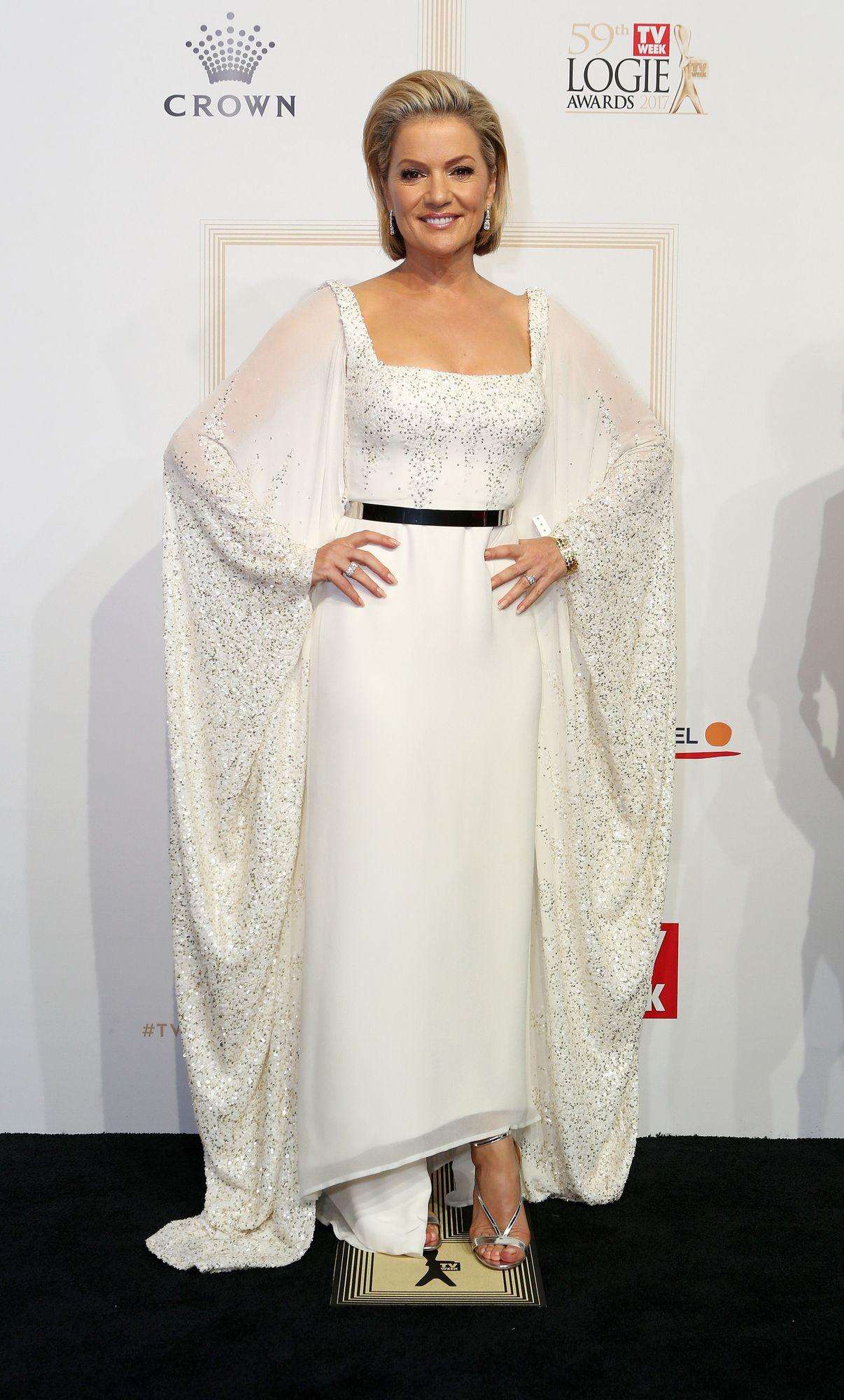 Sandra Sully in... white!