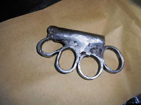 A type of knuckle duster.