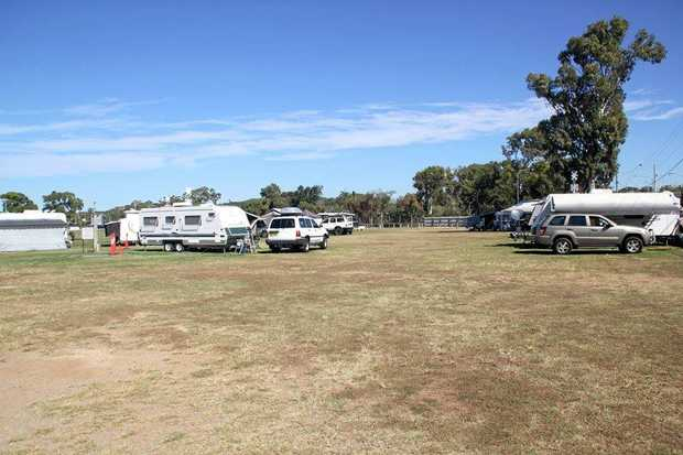 Popular 2010 TRAVELHOME MACQUARIE 29FT Walk Around Bed For Sale 82000