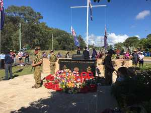 Anzac Day: Hundreds turn out for Agnes dawn service
