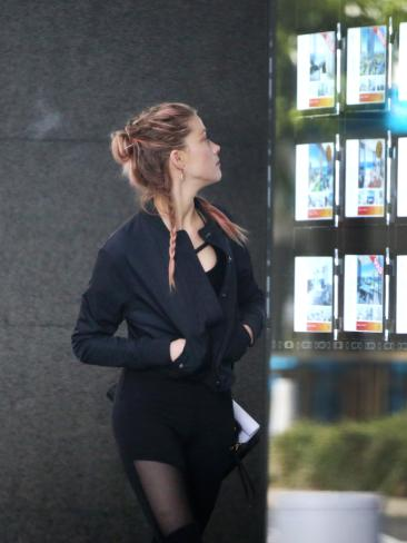 Amber Heard checks out some Gold Coast properties.
