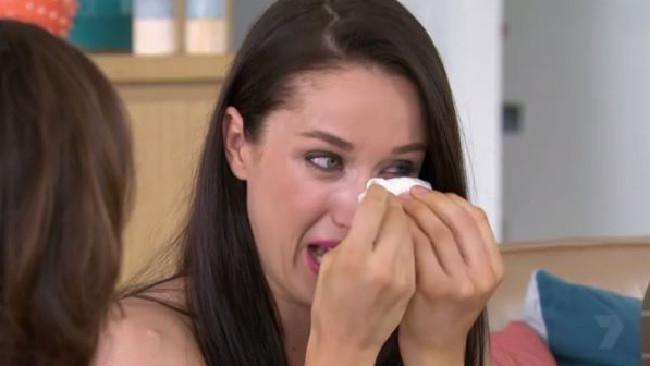 Felicity breaks down on Seven year Switch.